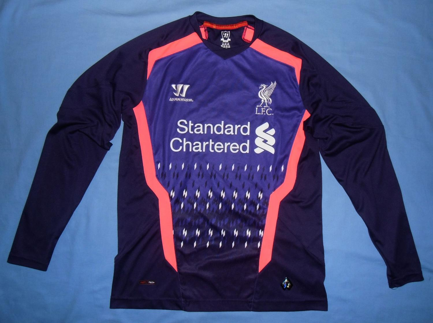 74b4390037 Liverpool Goalkeeper Maillot de foot 2013 - 2014. Sponsored by ...
