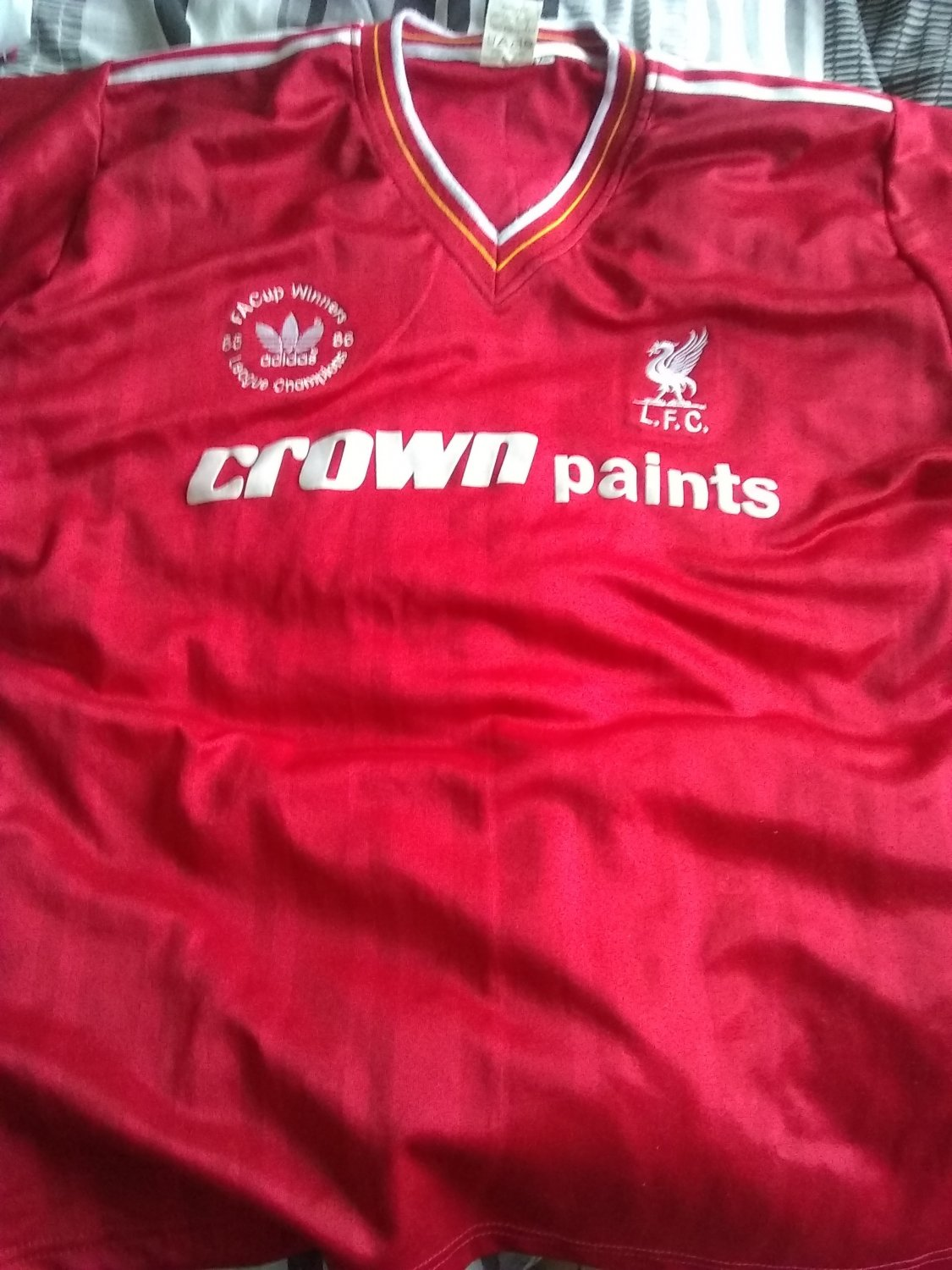 9038a0c31 Liverpool Home Maillot de foot 1985 - 1986. Sponsored by Crown Paints