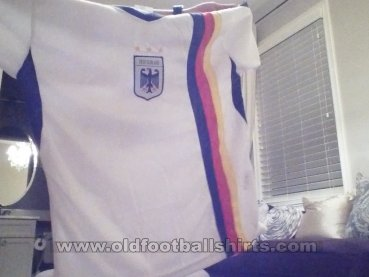 Fake & Counterfeit Shirts from all over Bilinmeyen forma tipi (unknown year)
