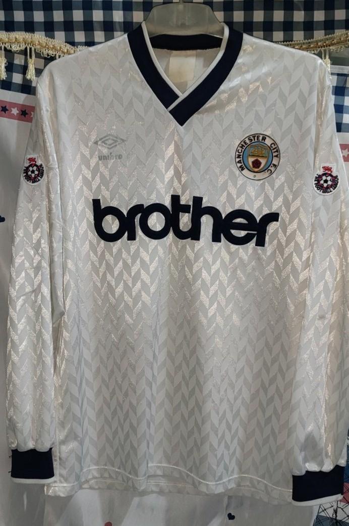 Manchester City Il Terzo maglia di calcio 1990 - 1991. Sponsored ...