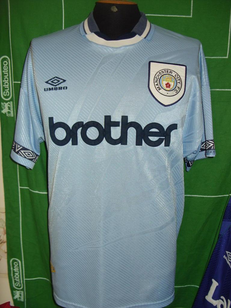 Manchester City Home maglia di calcio 1993 - 1995. Sponsored by ...