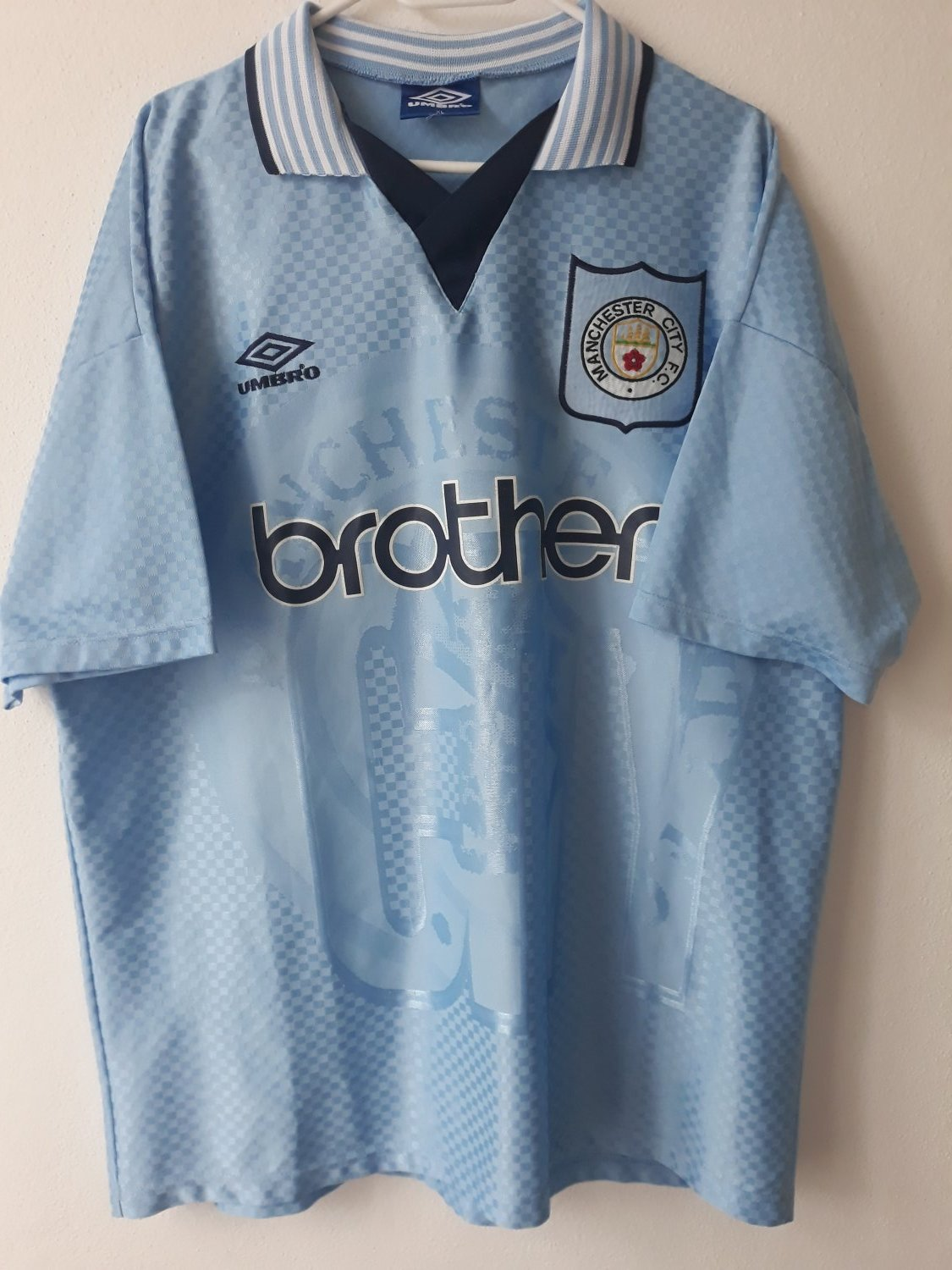 7ea2da31d64 Manchester City Home Maillot de foot 1995 - 1997. Sponsored by Brother