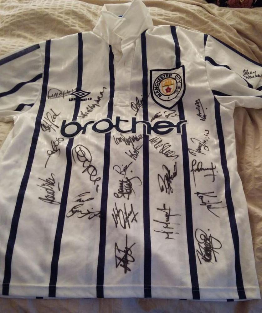 manchester-city-third-football-shirt-1993-1995-s_22975_1.jpg