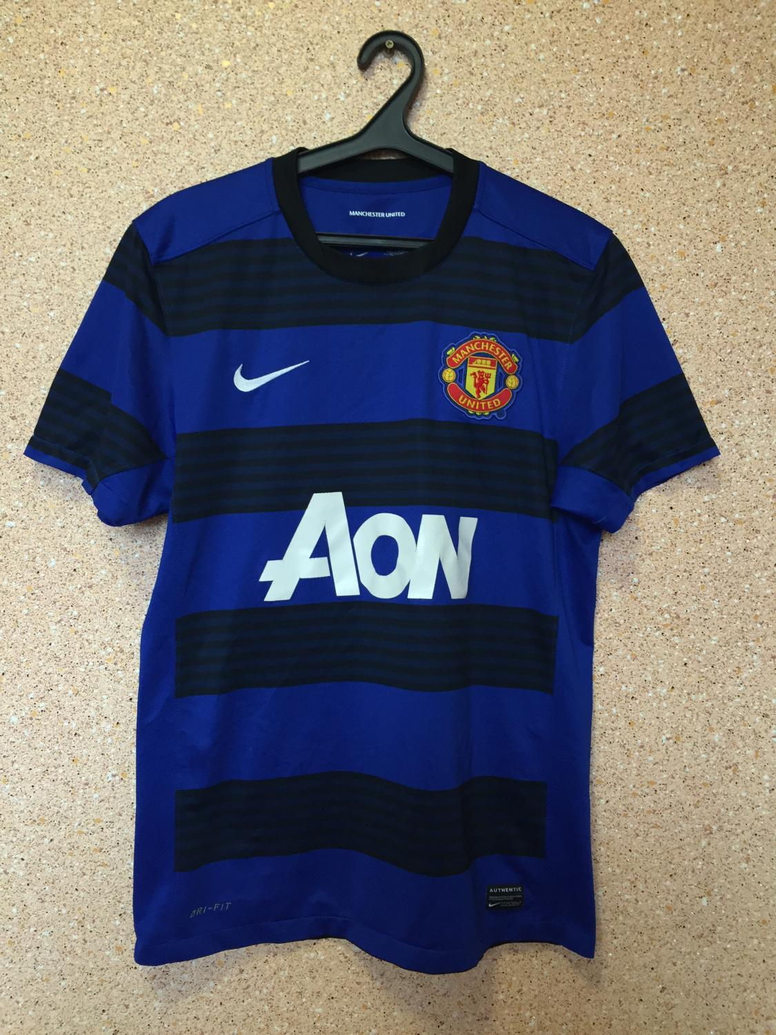 Manchester United Away football shirt 2011 - 2013. Sponsored by AON