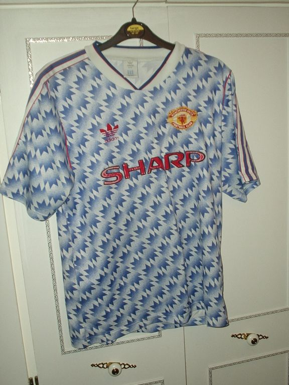 manchester united away football shirt 1990 1992 sponsored by sharp manchester united away football shirt