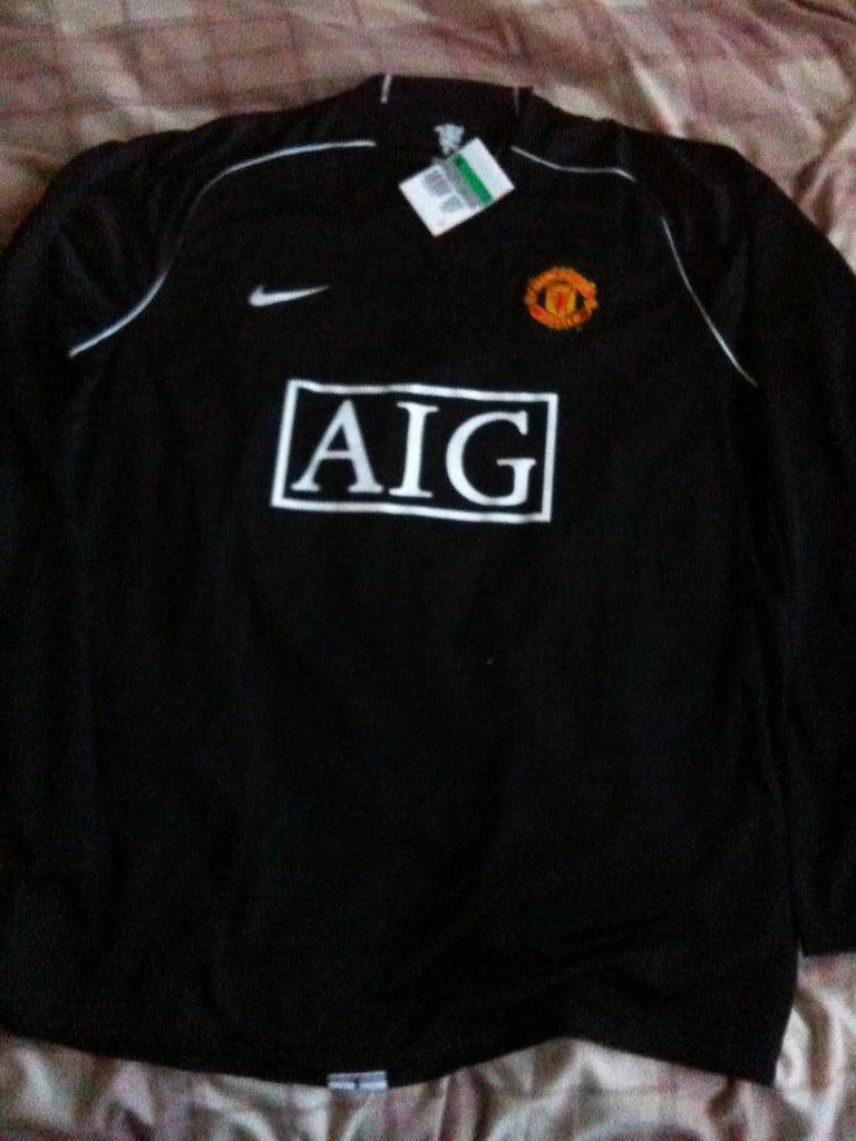 64d28dd5d Manchester United Goalkeeper football shirt 2007 - 2008. Sponsored ...