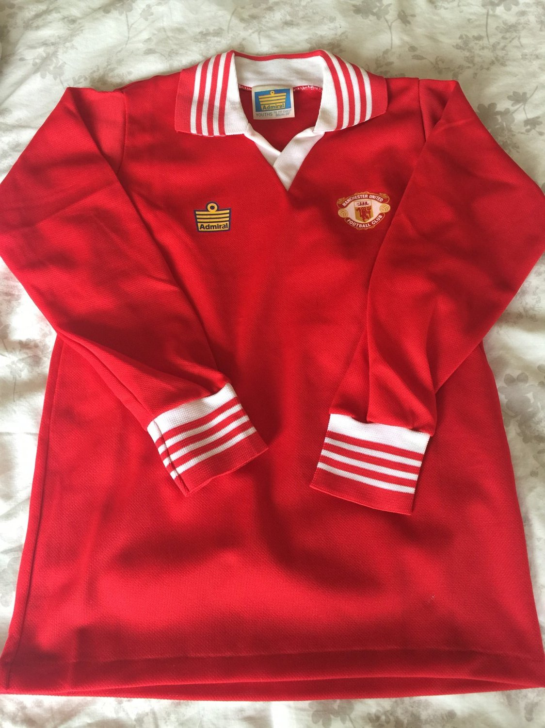 9ca5b892262 Manchester United Home Maillot de foot 1975 - 1977. Sponsored by no ...