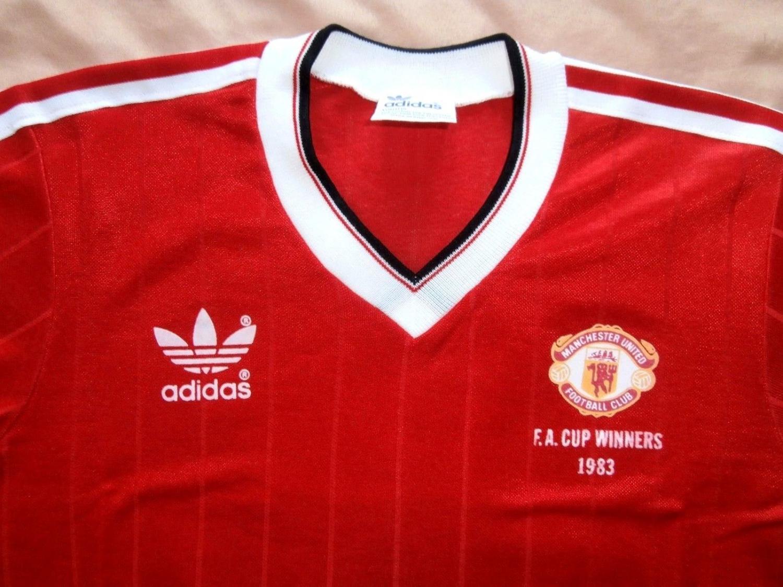 best loved 9509f 5a082 Manchester United Home baju bolasepak 1983 - 1984. Sponsored ...