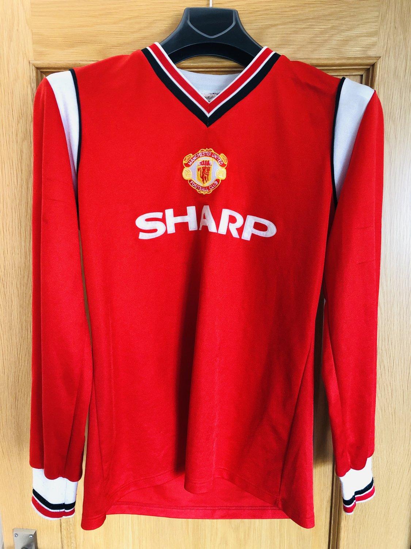 fbba603d3a4 Manchester United Home fotbollströja 1984 - 1986. Sponsored by Sharp