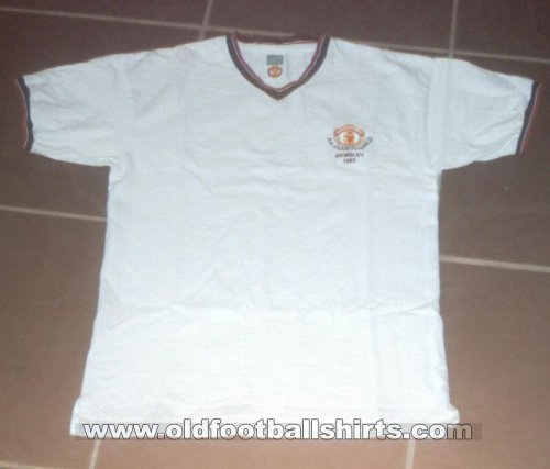 Manchester United Retro Replicas football shirt 1983