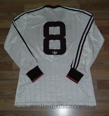 Manchester United Away football shirt 1982 - 1984