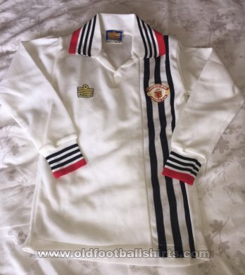 Manchester United Away football shirt 1975 - 1980
