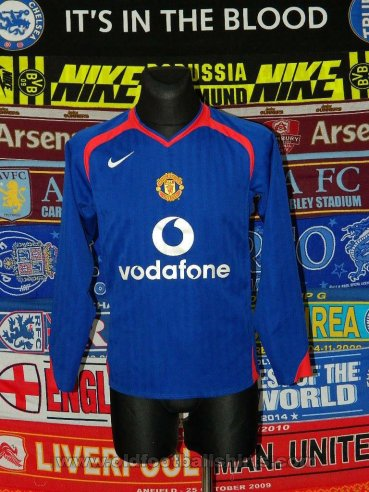 Manchester United Away football shirt 2005 - 2006