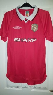 Manchester United Retro Replicas football shirt 1999