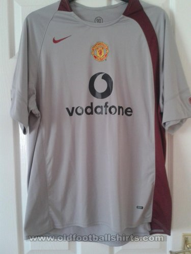 Manchester United Training/Leisure football shirt 2004 - 2005