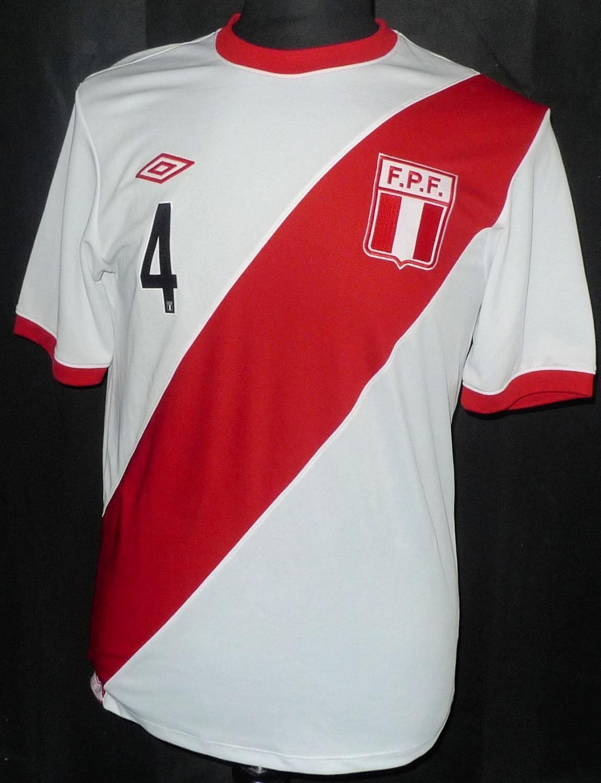 Peru Home Football Shirt 2010 2011