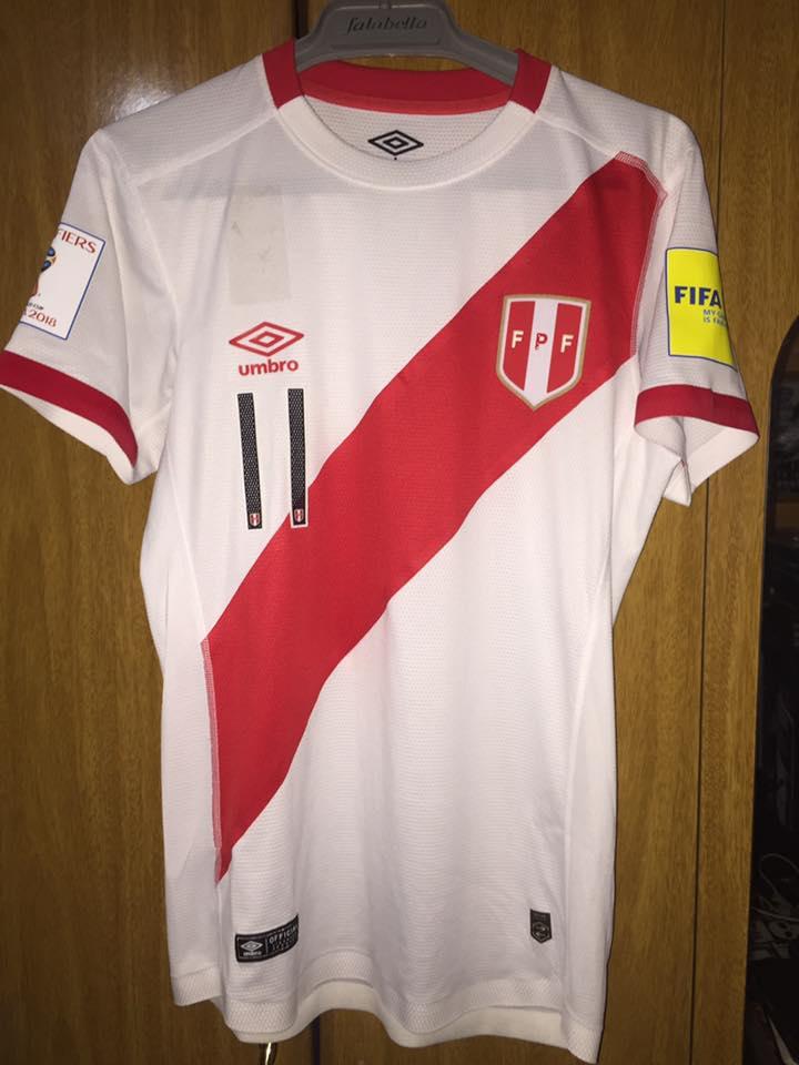 0908c9a6c10 Peru Home maglia di calcio 2015 - 2017.