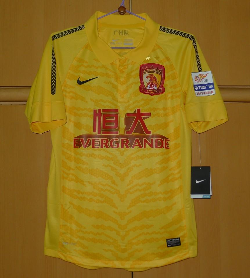guangzhou-evergrande-away-football-shirt