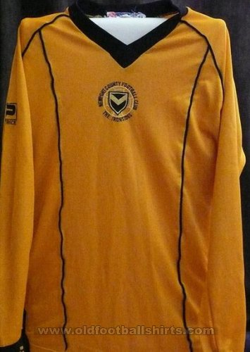 Newport County Home football shirt 1982 - 1983