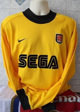 70d88217c1b Arsenal Goalkeeper Maillot de foot 2001 - 2002. Sponsored by SEGA