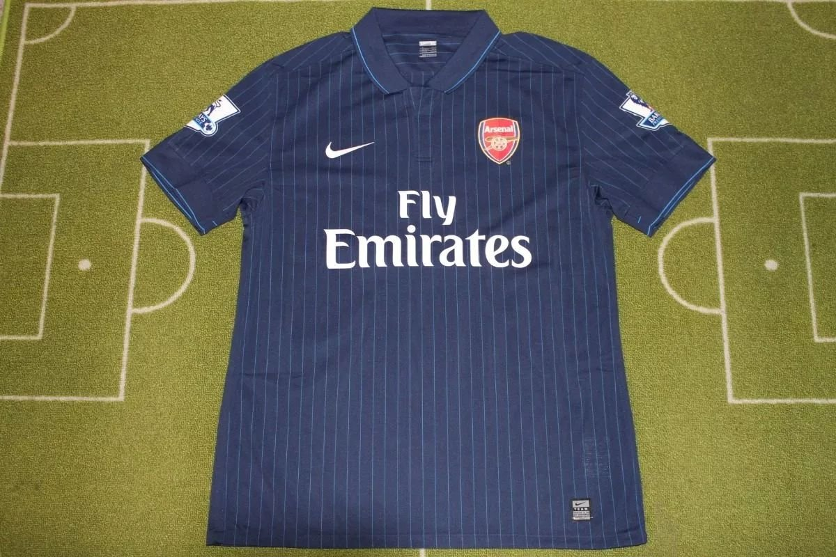 factory price 3a1cc a9324 Arsenal Away Maillot de foot 2009 - 2010. Sponsored by Emirates