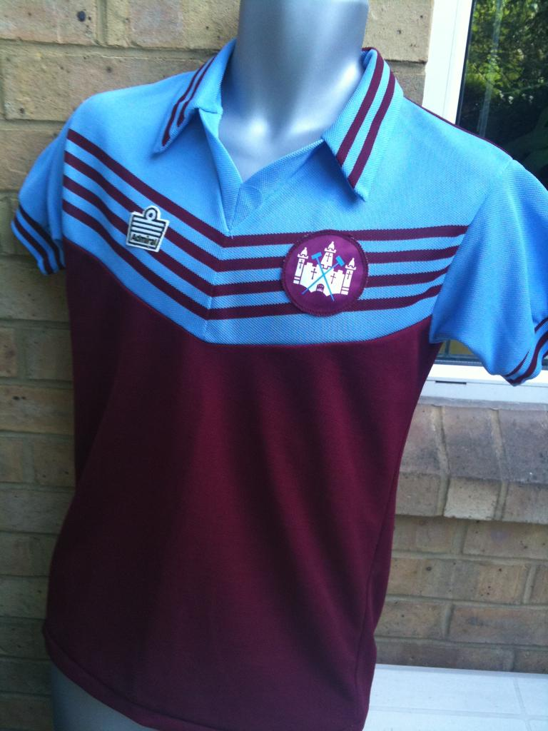 West Ham United Home maglia di calcio 1976 - 1980. Sponsored by no ... e7a68f585