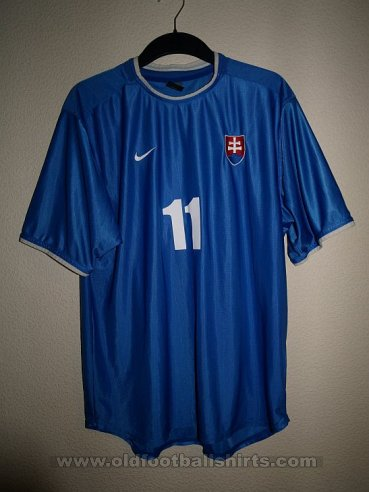 Slovakia  Home football shirt 2000