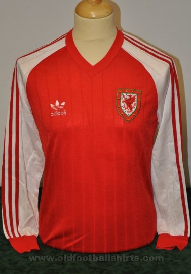 Wales Home voetbalshirt  1983 - 1984