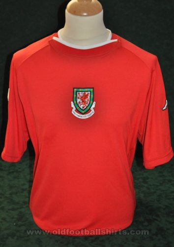 Wales Home football shirt 2000