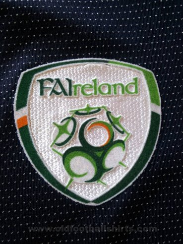Republic of Ireland Goalkeeper football shirt 2004 - 2006