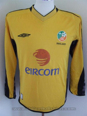 Republic of Ireland Goalkeeper football shirt 2003 - 2004