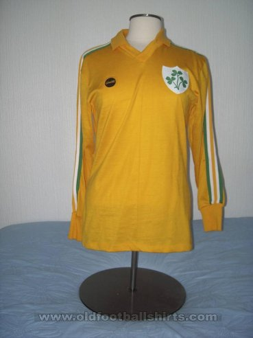 Republic of Ireland Goalkeeper football shirt 1981 - 1982