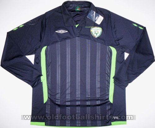 Republic of Ireland Third football shirt 2009 - 2010