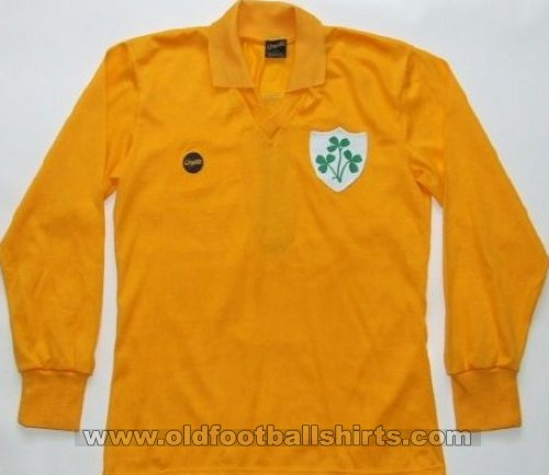 Republic of Ireland Goalkeeper football shirt 1979 - ?