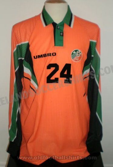 Republic of Ireland Away football shirt 1997 - 1998