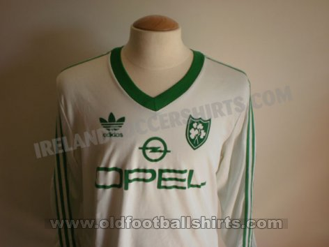 Republic of Ireland Third football shirt 1985 - 1986
