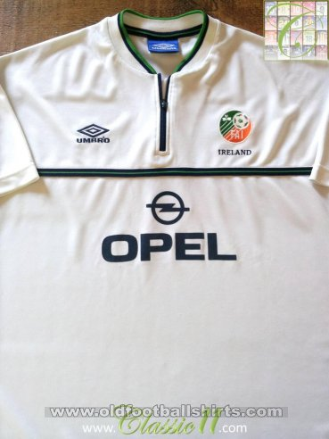 Republic of Ireland Away football shirt 1999 - 2000