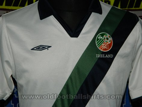 Republic of Ireland Away football shirt (unknown year)