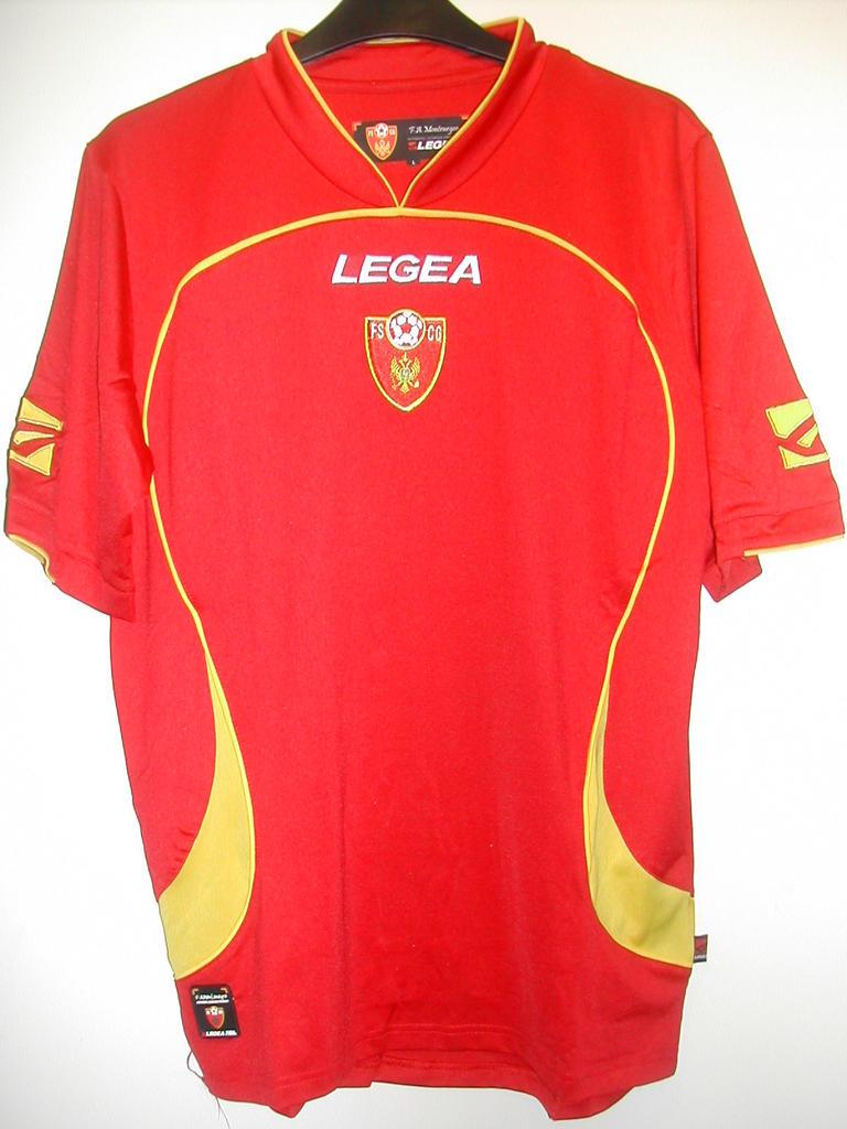 Montenegro casa camisa de futebol 2010 - 2011