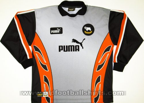 Derby County Goalkeeper football shirt 1997 - 1998