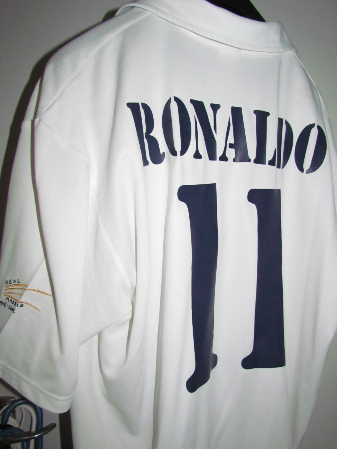 best sneakers 6d245 c2e89 Real Madrid Home football shirt 2002 - 2003.