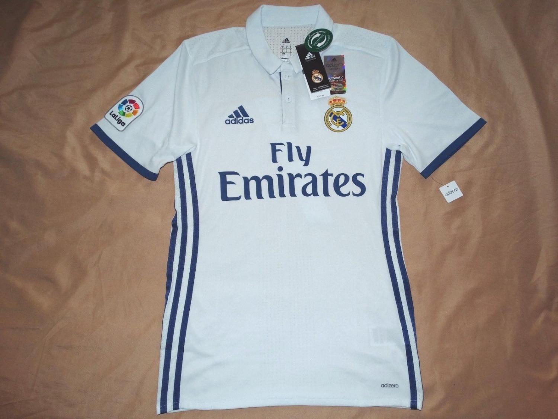 df4a64d27 Real Madrid Home maglia di calcio 2016 - 2017. Sponsored by Emirates