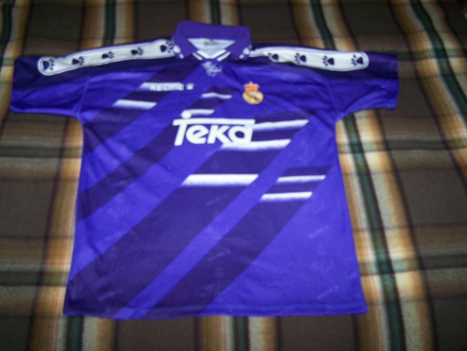 0e40f1586 Real Madrid Away Maillot de foot 1994 - 1996.