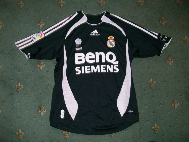 Fan's photos of Real Madrid shirts and soccer jerseys Previous Next