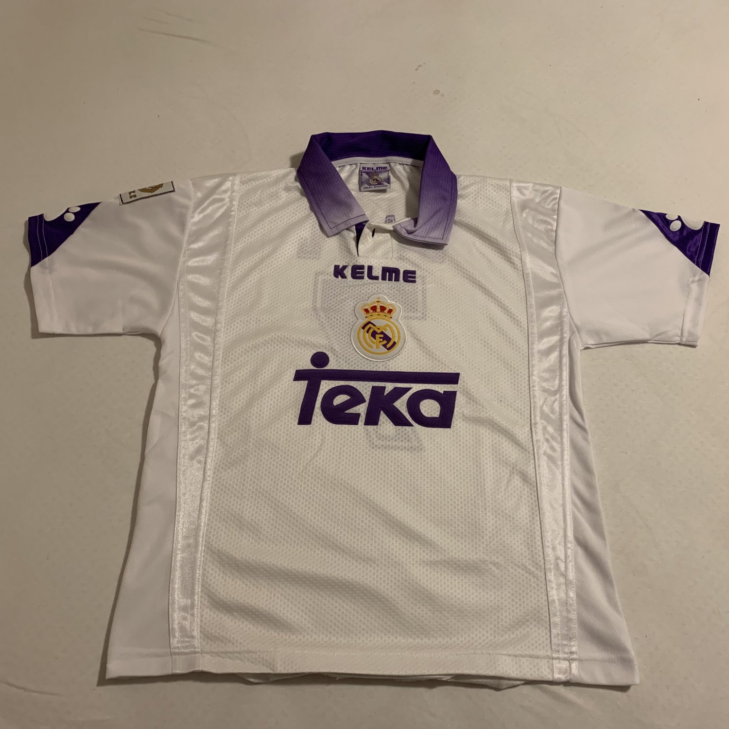 brand new 5fb3c 27efc Real Madrid Home Maillot de foot 1997 - 1998.