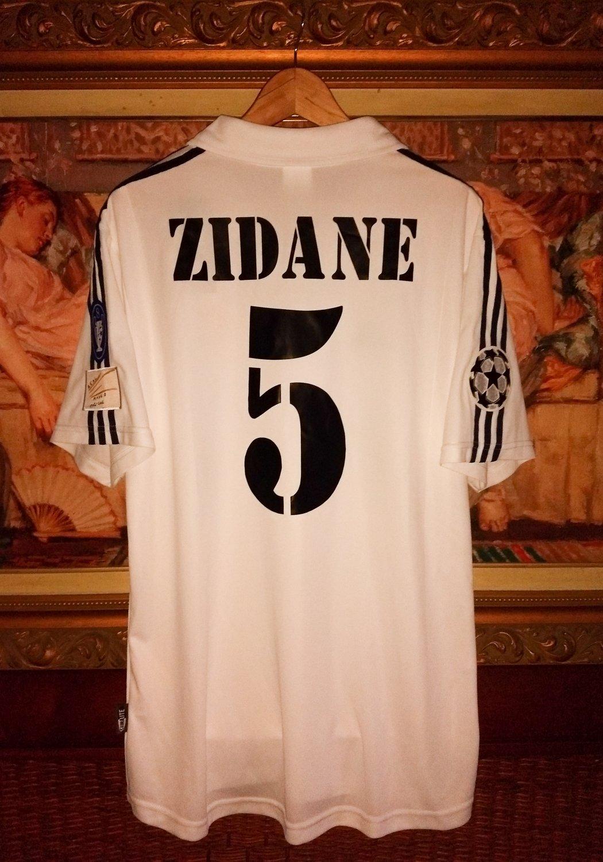 c8b427ad3 Real Madrid Home maglia di calcio 2001 - 2002.