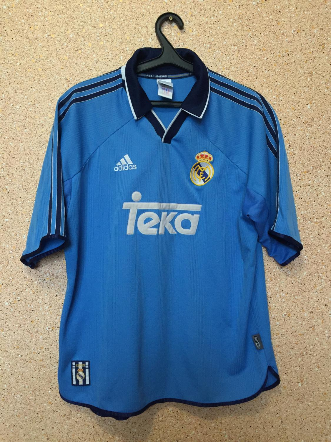 59848e613 Real Madrid Third Maillot de foot 1999 - 2000. Sponsored by Teka