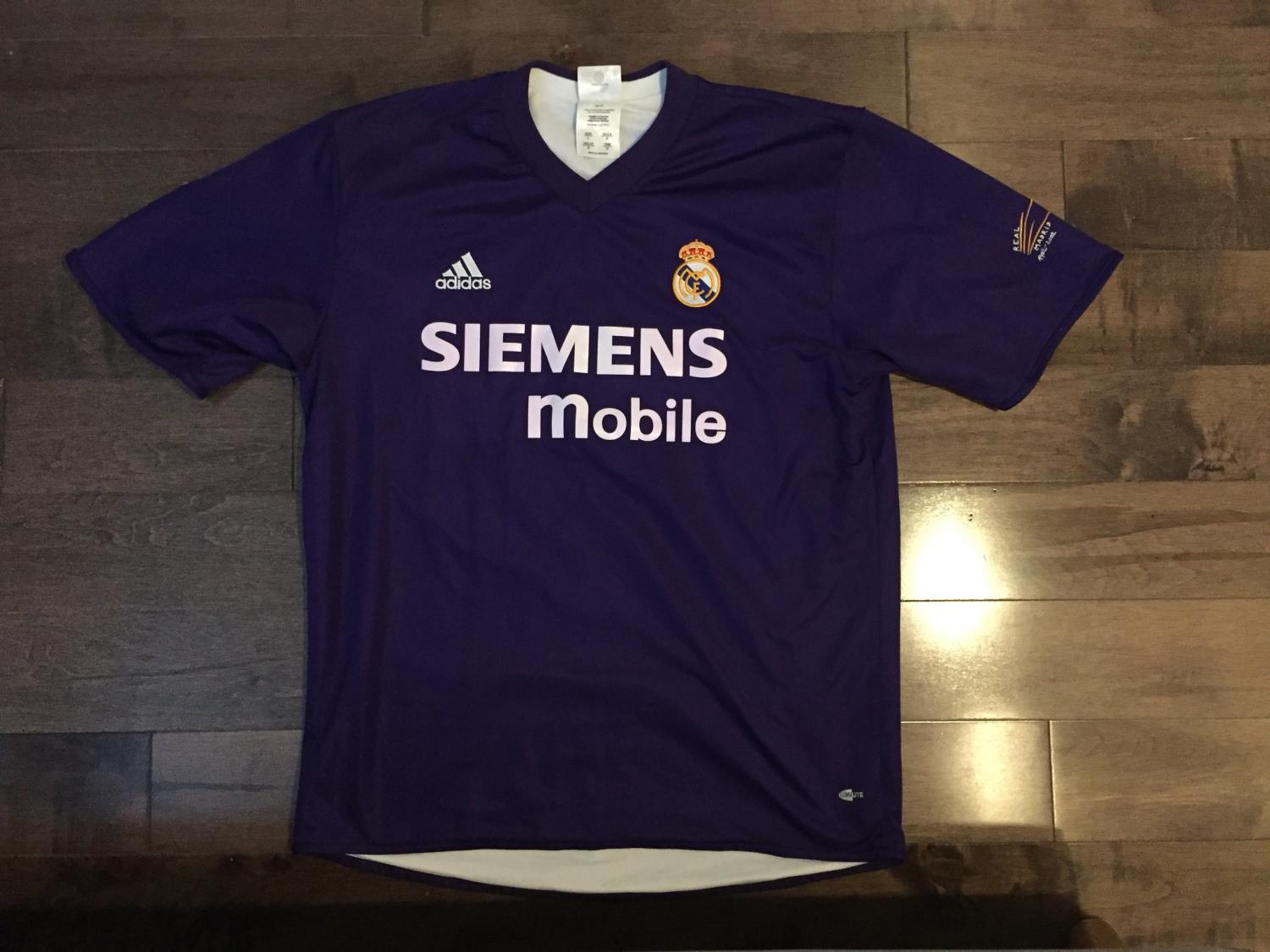 6a47c775771 Real Madrid Third Maillot de foot 2001 - 2002.
