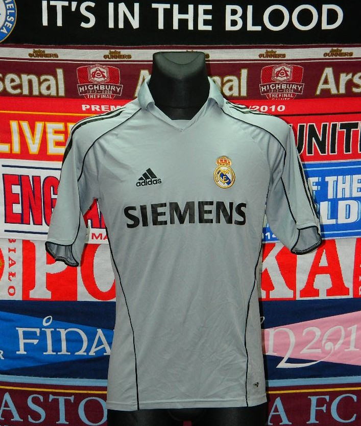 official photos 3c772 a567f Real Madrid Third Maillot de foot 2005 - 2006.