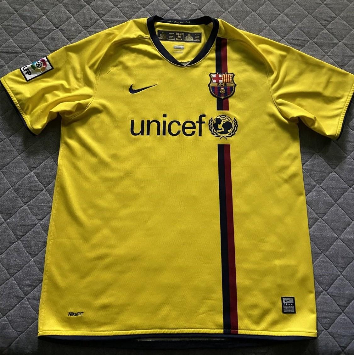 outlet store 68e37 4d25b Barcelona Away football shirt 2008 - 2009.
